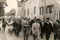 Procession to Rue de Welwyn 1973